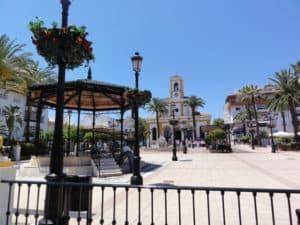 Kerk en dorpsplein van Benahavis in Marbella