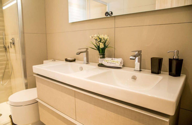 botanic taylor wimpey appartement penthouse los arqueros benahavis zeezicht golf badkamer