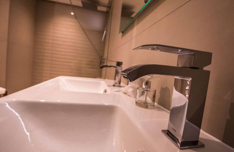 botanic taylor wimpey appartement penthouse los arqueros benahavis zeezicht golf badkamer sfeer