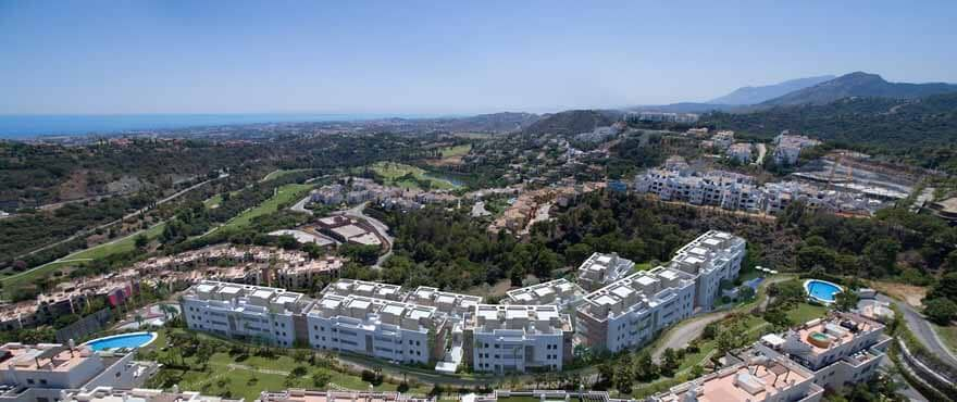 botanic taylor wimpey appartement penthouse los arqueros benahavis zeezicht golf bovenaanzicht