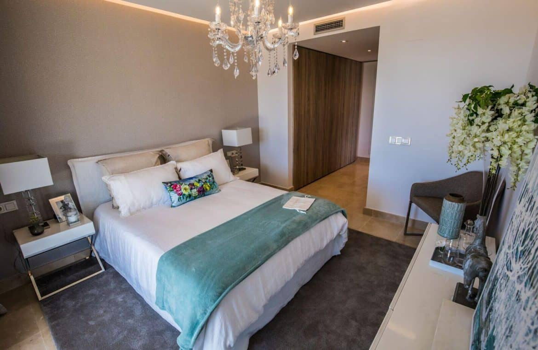 botanic taylor wimpey appartement penthouse los arqueros benahavis zeezicht golf slaapkamer2
