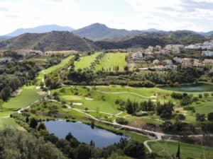 Uizicht op groene landschap van Los Arqueros Marbella