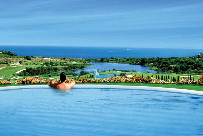 zwembad met zicht op Los Flamingos