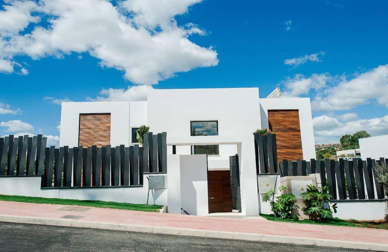los olivos nueva andalucia marbella modern villa project voorkant 1