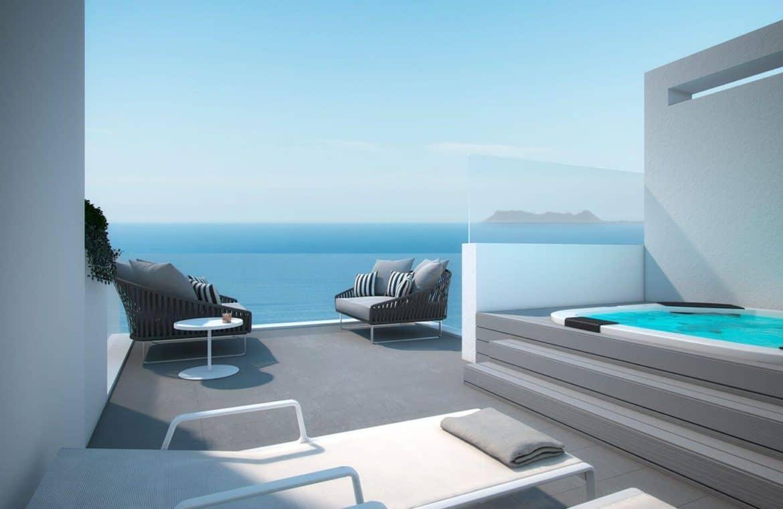 the island estepona eerstelijns strand huis dakterras jacuzzi