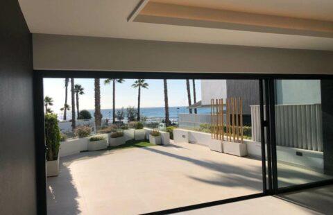 The Island: eerstelijns zee huis op een bevoorrechte ligging in Estepona