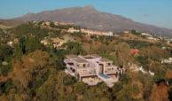 los almendros benahavis luxe moderne villa kopen design luchtfoto