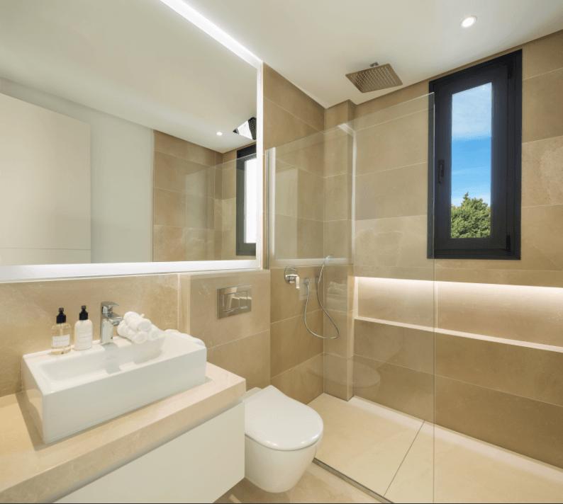 los olivos del paraiso benahavis moderne nieuwbouw villa te koop inloopdouche