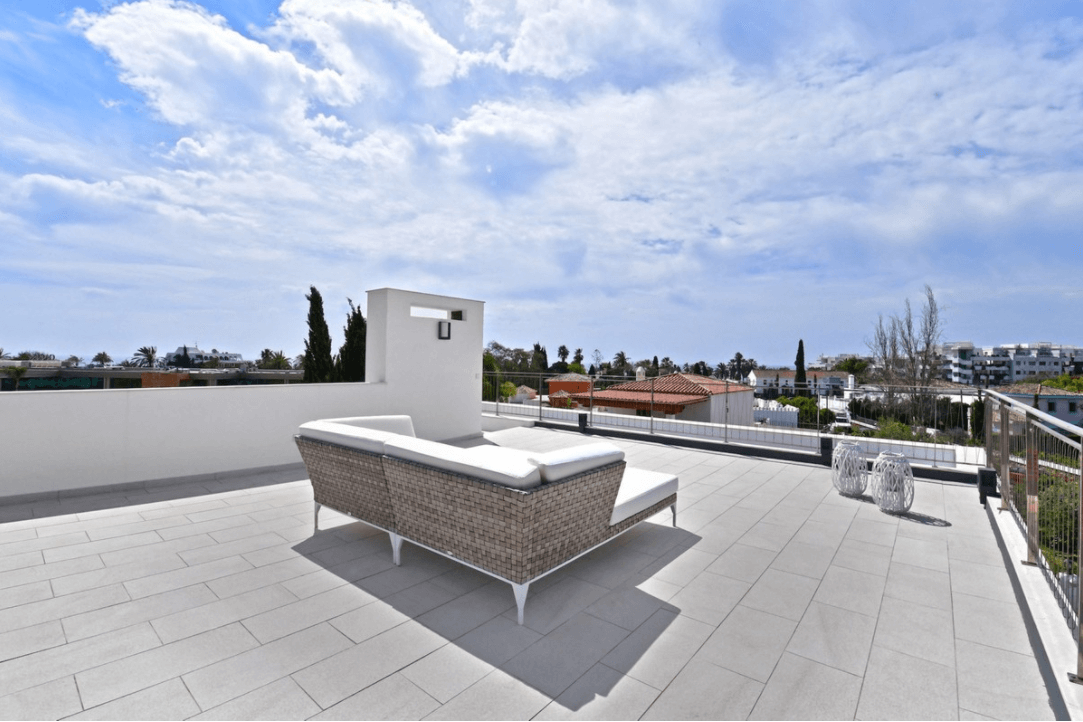 luxe moderne villa golden mile marbella kopen dakterras