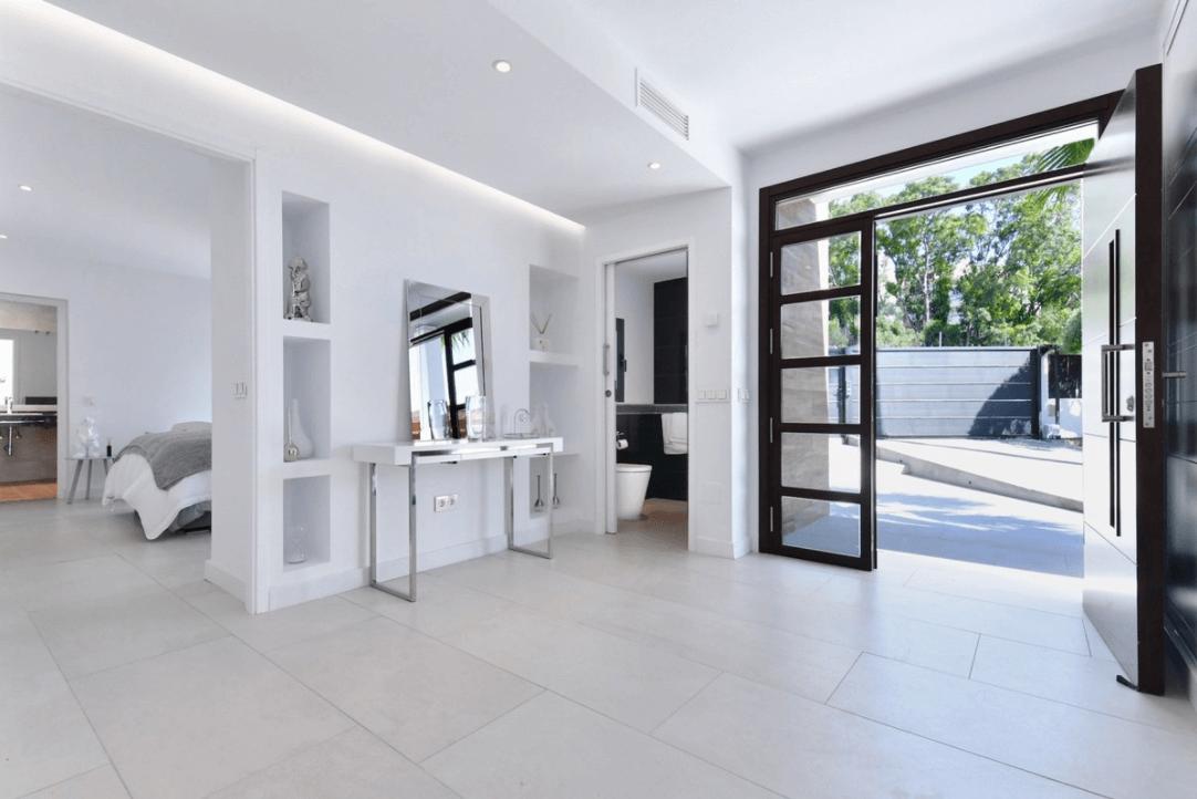 luxe moderne villa golden mile marbella kopen entree
