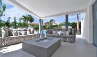 luxe moderne villa golden mile marbella kopen terras