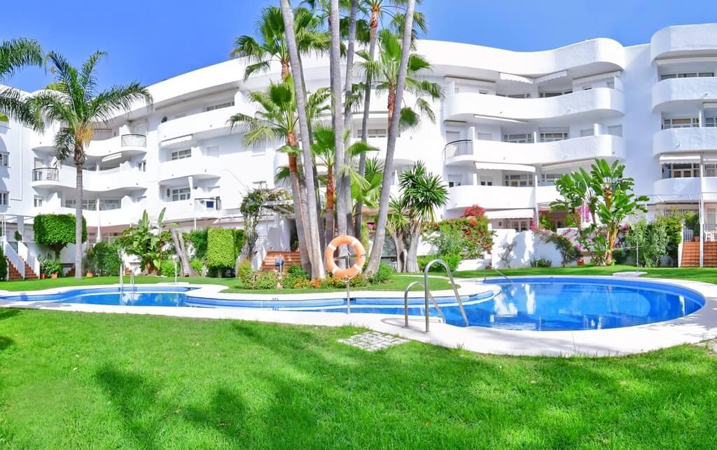 marbella real luxe penthouse appartement herverkoop kopen golden mile architectuur