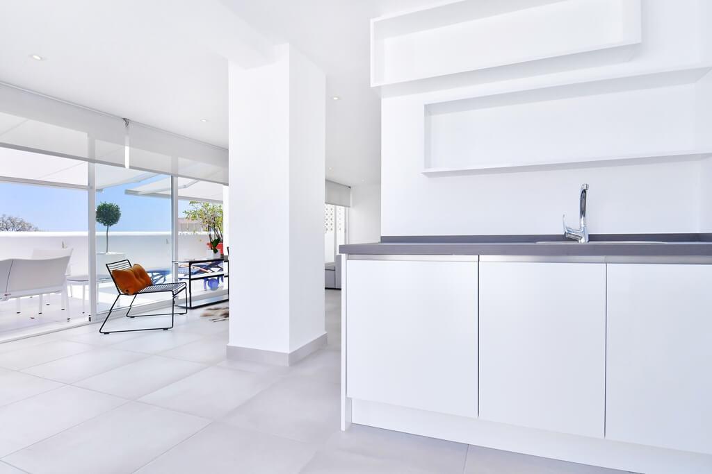 marbella real luxe penthouse appartement herverkoop kopen golden mile moderne keuken