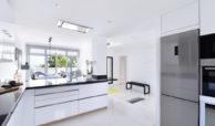 marbella real luxe penthouse appartement herverkoop kopen golden mile open keuken