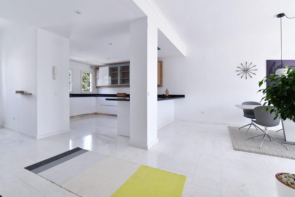 marbella real luxe penthouse appartement herverkoop kopen golden mile keuken met eethoek