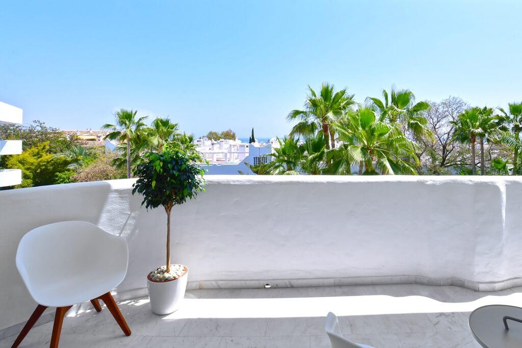 marbella real luxe penthouse appartement herverkoop kopen golden mile terras zichten