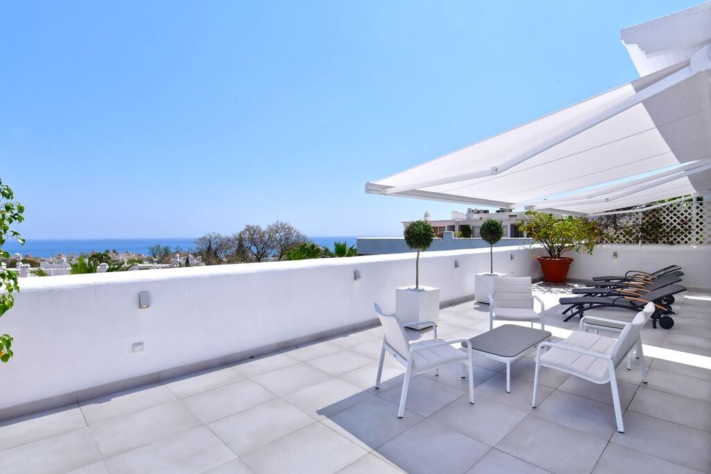 marbella real luxe penthouse appartement herverkoop kopen golden mile terras
