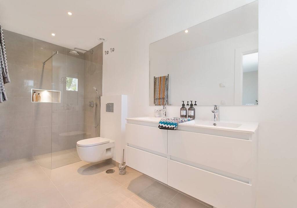 royal gardens nueva andalucia modern appartement kopen gerenoveerd badkamer