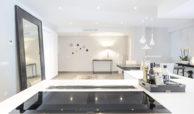 royal gardens nueva andalucia modern appartement kopen gerenoveerd zicht keuken