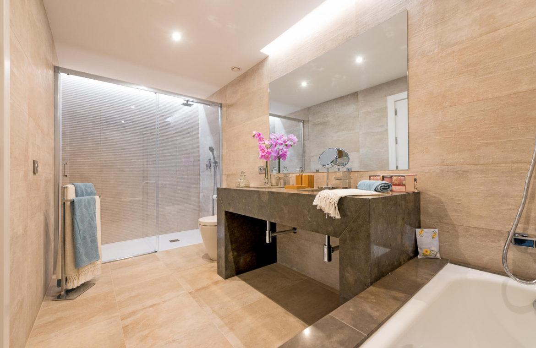 alminar de marbella nueva andalucia golf zeezicht mediterraans kopen badkamer