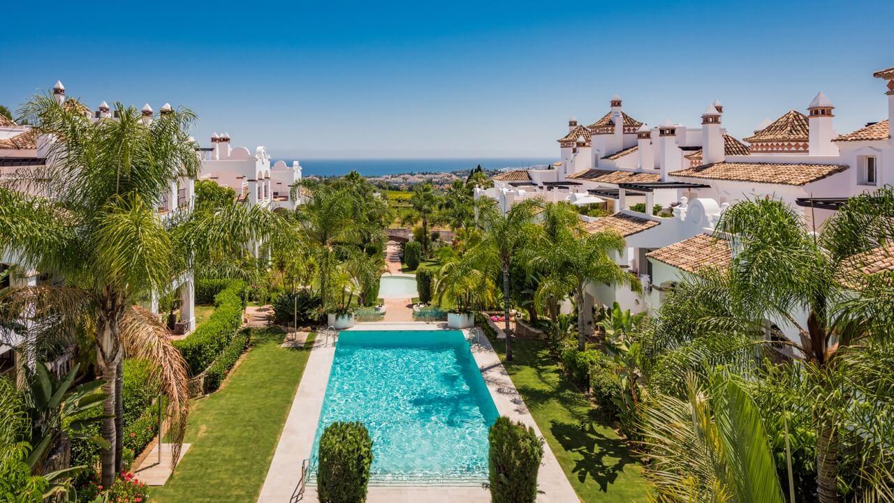 columbus hills sierra blanca marbella costa del sol luxe appartementen te koop bovenzicht