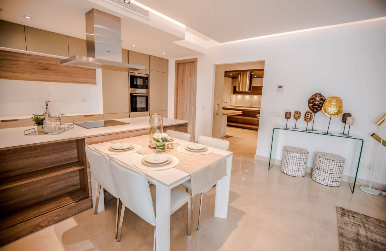 royal banus nueva andalucia taylor wimpey nieuwbouw te koop wandelafstand zee eethoek