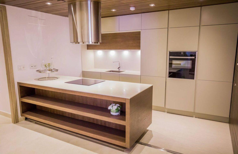 royal banus nueva andalucia taylor wimpey nieuwbouw te koop wandelafstand zee ingerichte keuken