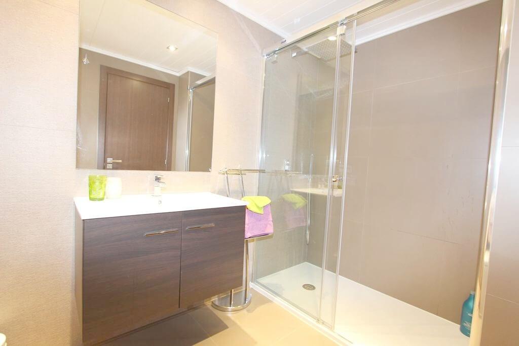 horizon beach zeezicht eerstelijns strand estepona nieuwbouw appartement te koop badkamer 1