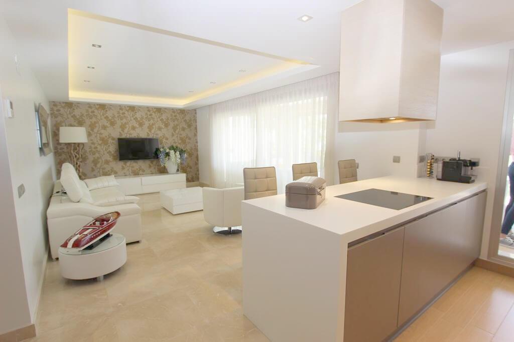 horizon beach zeezicht eerstelijns strand estepona nieuwbouw appartement te koop living en keuken