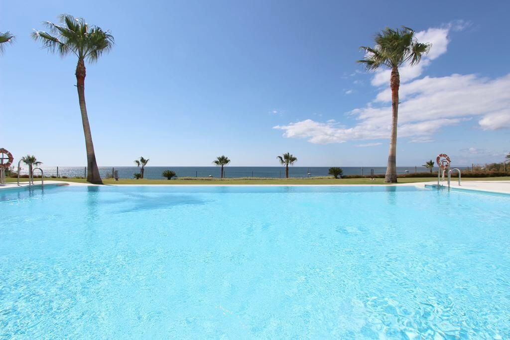 horizon beach zeezicht eerstelijns strand estepona nieuwbouw appartement te koop zwembad 2