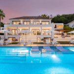 moderne villa milano nueva andalucia marbella costa del sol bergzicht zeezicht te koop luxe avond