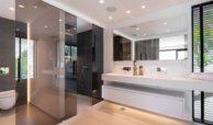 moderne villa milano nueva andalucia marbella costa del sol bergzicht zeezicht te koop luxe badkamer