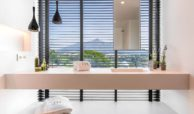 moderne villa milano nueva andalucia marbella costa del sol bergzicht zeezicht te koop luxe badkamers