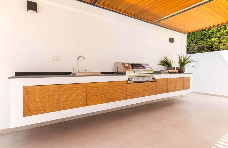 moderne villa milano nueva andalucia marbella costa del sol bergzicht zeezicht te koop luxe barbeque