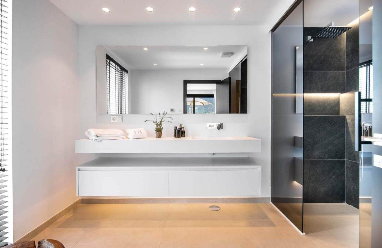 moderne villa milano nueva andalucia marbella costa del sol bergzicht zeezicht te koop luxe douche