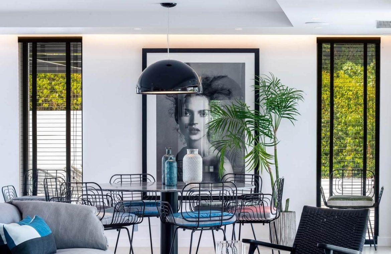 moderne villa milano nueva andalucia marbella costa del sol bergzicht zeezicht te koop luxe eettafel