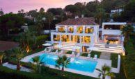 moderne villa milano nueva andalucia marbella costa del sol bergzicht zeezicht te koop luxe luchtfoto