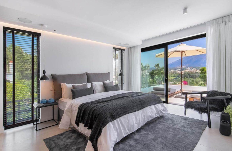 moderne villa milano nueva andalucia marbella costa del sol bergzicht zeezicht te koop luxe master slaapkamer