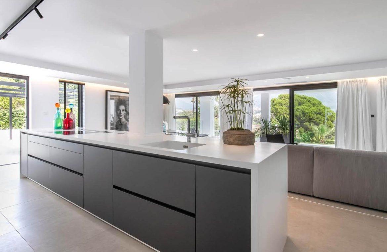 moderne villa milano nueva andalucia marbella costa del sol bergzicht zeezicht te koop luxe open keuken
