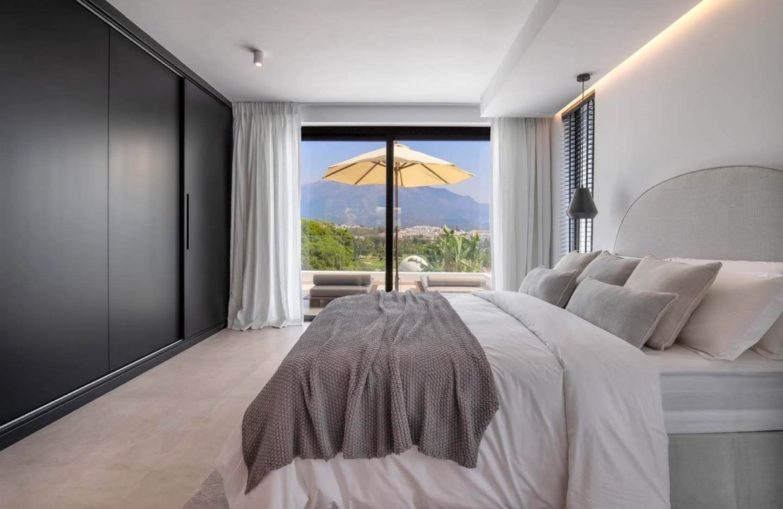moderne villa milano nueva andalucia marbella costa del sol bergzicht zeezicht te koop luxe slaapkamer