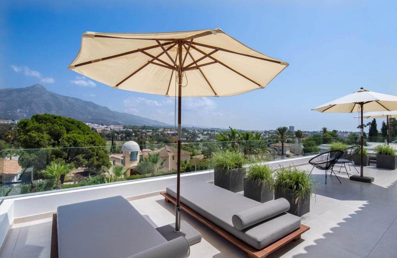 moderne villa milano nueva andalucia marbella costa del sol bergzicht zeezicht te koop luxe solarium