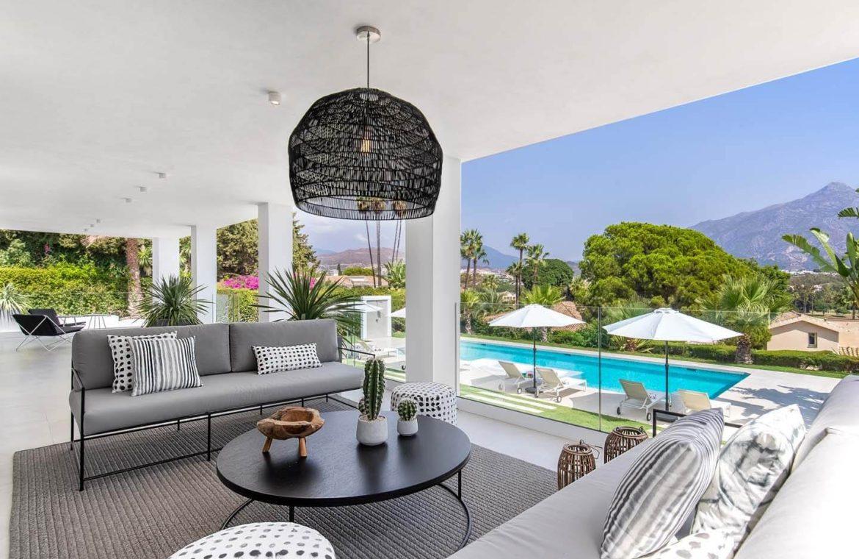 moderne villa milano nueva andalucia marbella costa del sol bergzicht zeezicht te koop luxe terras