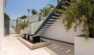 moderne villa milano nueva andalucia marbella costa del sol bergzicht zeezicht te koop luxe trap