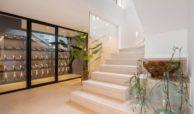moderne villa milano nueva andalucia marbella costa del sol bergzicht zeezicht te koop luxe wijnkelder
