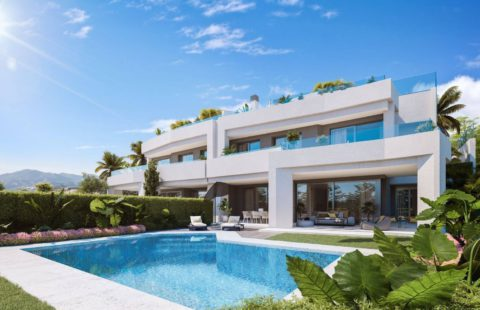 Soul Marbella Sunset: geschakelde woningen omringd door Santa Clara golf