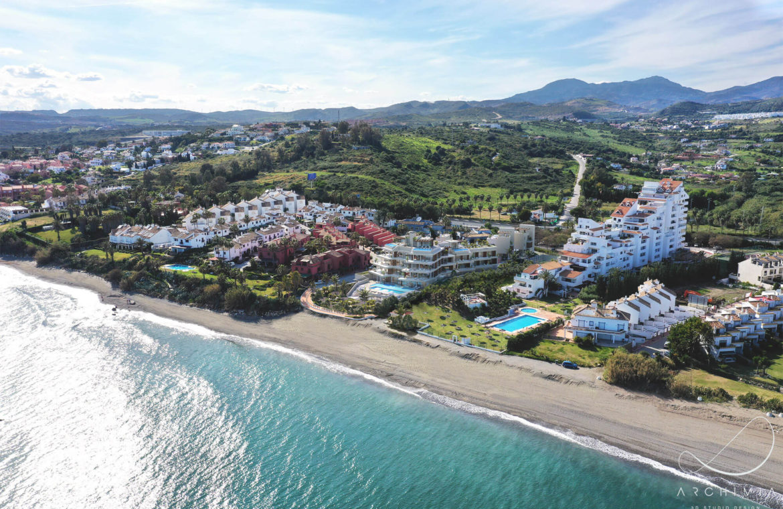 the sapphire estepona exclusief eerstelijns strand zeezicht appartement te koop costa del sol locatie