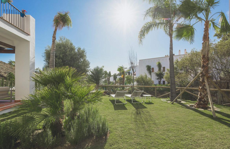 paraiso pueblo benahavis new golden mile marbella estepona vernieuwde appartementen te koop resort concierge zee golf ruime tuin