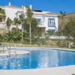 paraiso pueblo benahavis new golden mile marbella estepona vernieuwde appartementen te koop resort concierge zee golf zwembad
