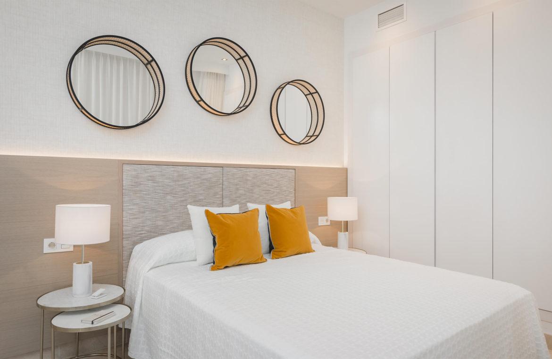 paraiso pueblo benahavis new golden mile marbella estepona vernieuwde appartementen te koop resort concierge zee golf bed