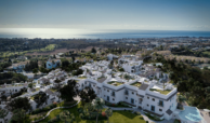 paraiso pueblo benahavis new golden mile marbella estepona vernieuwde appartementen te koop resort concierge zee golf overzicht